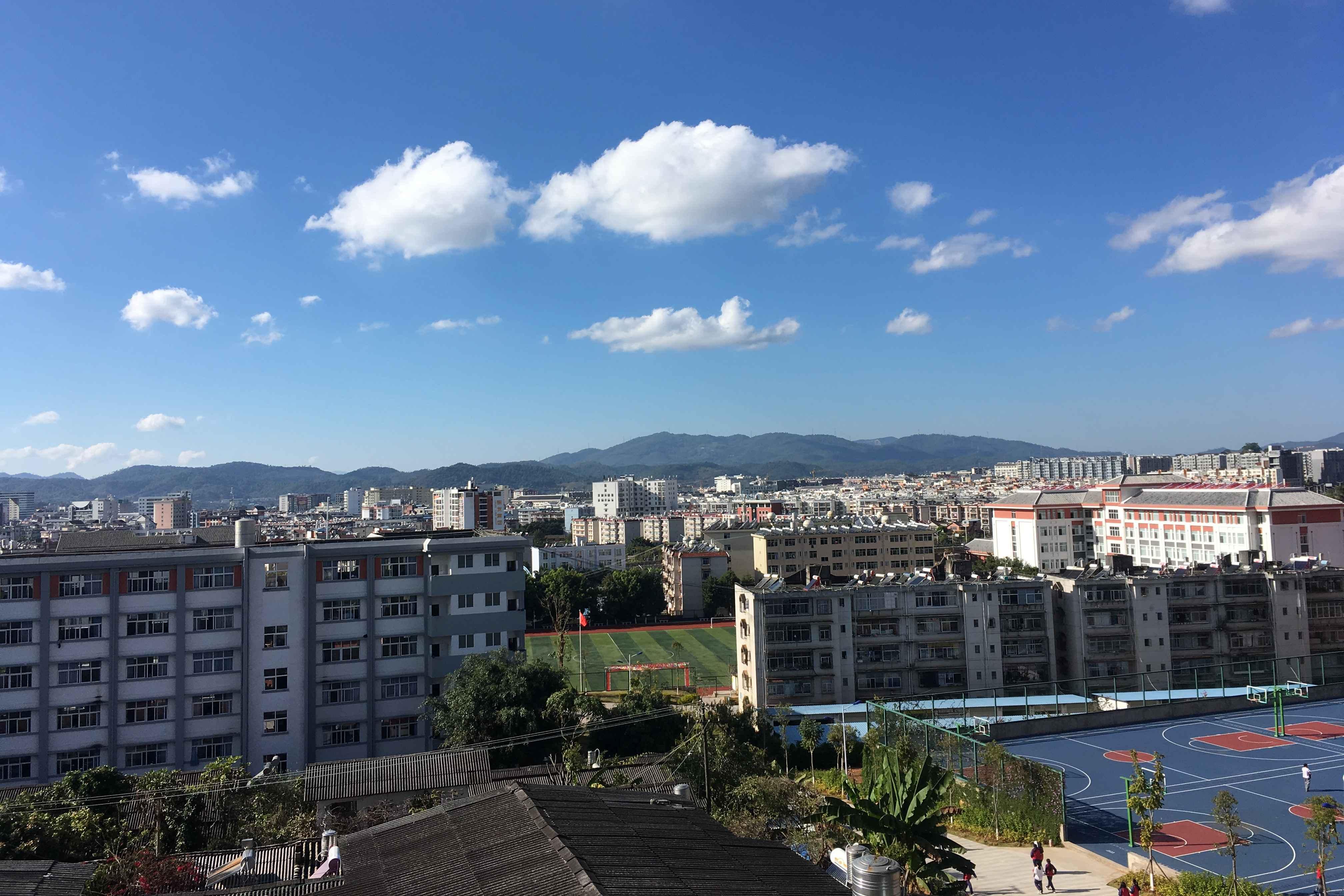 Puer Yi zhong_Schulgebäude