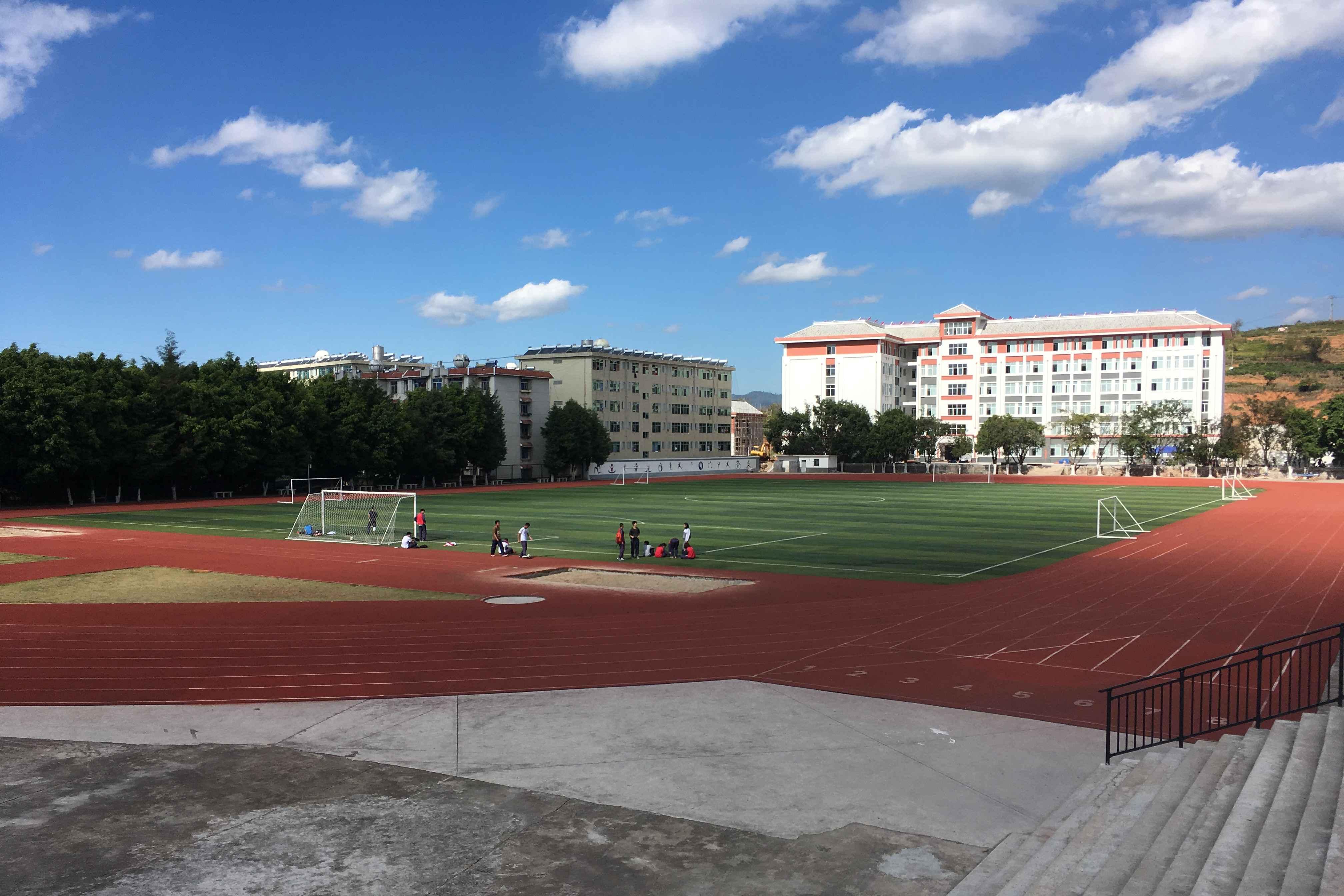 Puer Yi Zhong_Fußballballplatz